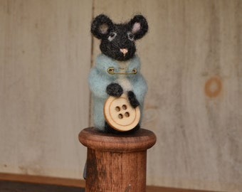 Susie (Mouse on wooden spool)