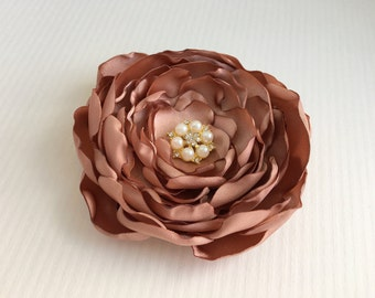 Rose Gold Flower Headpiece.Rose Gold Brooch.Pin.Flower Hair Clip.Bridal Hair Piece.Bride.accessory.wedding.cafe creme.cafe cream.rosegold