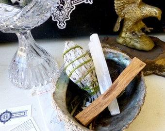 Clearing Kit// California White Sage bundle// Palo Santo holy wood// Selenite crystal wand // Wellness and Meditation //Housewarming gift//