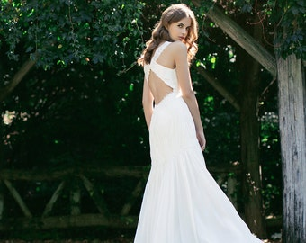 V-neck fitted Wedding gown: Eden silk chiffon and lace