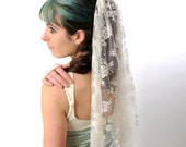 Lace Wedding Veil, short - Half veil in Off-white Floral Lace- Simple veil