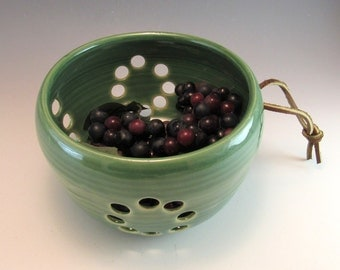 Pottery Berry Bowl / Colander / Fruit Strainer/Berry Basket/For rinsing berries
