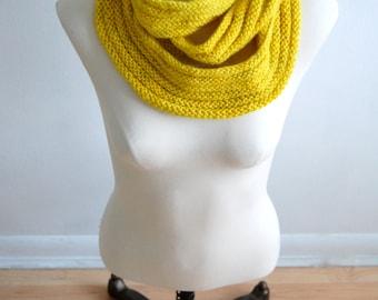 Triple loop hand-knit cowl - Yellow