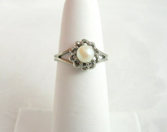 Vintage Faux Pearl Ring Silvertone Adjustable