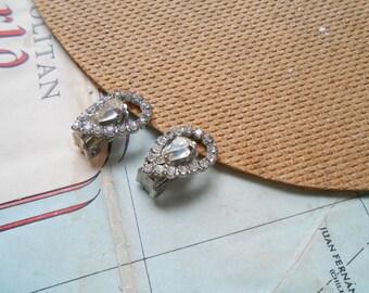 vintage rhinestone tear drop clip on earrings - prom graduation formal - vintage costume jewelry