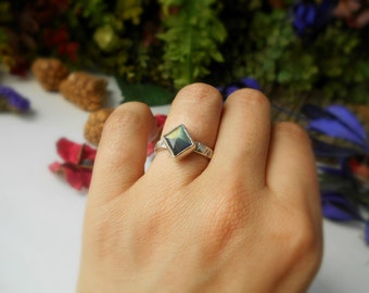 labradorite ring, sterling silver, size 7,  tavernier cut labradorite, delicate ring, everyday jewelry, gemstone ring, ready to ship