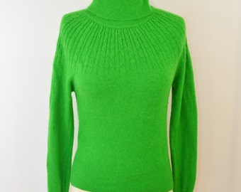 Vintage Angora and Lambswool Kelly Green Women's Turtleneck Sweater Size Large