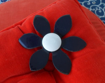Vintage Vinyl Daisy Flower Pin Brooch in Navy Blue and White Mod 60's Retro 70's