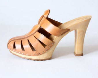 1970s Candies Brown Leather High Heel Platform Sandals, size 6