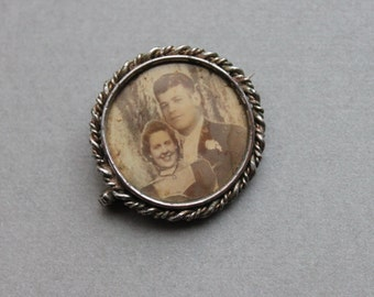 Antique Photo Button / Victorian Memorial Brooch / Photograph Frame Pin