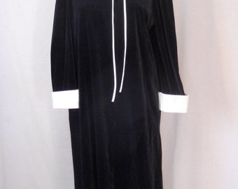 Vintage C.B. Kaye Ltd black and white velour robe, lounging gown. Large. Tuxedo look. Maxi dress.