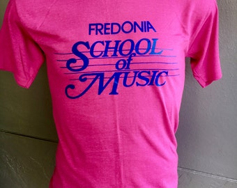 Fredonia School of Music 1980s vintage t-shirt - pink size snug large