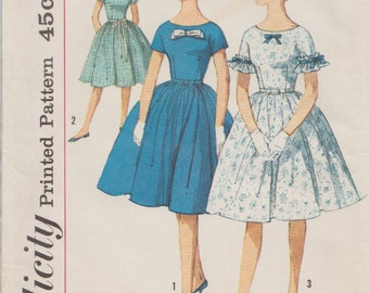 Simplicity 4322 / Vintage Sewing Pattern / Dress / Size 14 Bust 33
