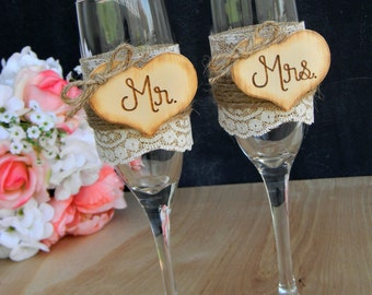 Mr. & Mrs. Glasses Champagne Flutes Rustic Woodland Shabby Chic Burlap Lace Toasting Flutes Wedding Toast Bridal Shower Gift Wedding Glasses