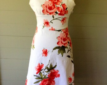 1980s Sundress / White floral Fitted Sundress / Red and Pink Rose Print / Fitted Midriff / Summer Dress