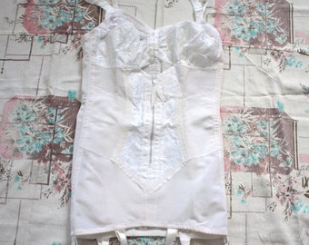 Vintage 1950s Lingerie // 50s White Open Bottom Shaper Girdle with Garters and Lace Peekaboo Bullet Bra // Rockabilly Pin Up // DIVINE