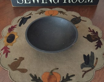 """HAND STITCHED Primitive Folk Art Wool Applique Table Mat - """"Autumn"""" - FREE Shipping"""