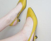 Vintage 1980s Yellow Kitten Heel Shoes / 80s Leather Slingbacks Anne Klein / 7