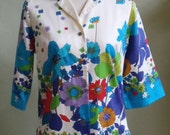 """Vintage Miss Hawaii Elbow Length Sleeves Off White Polished Cotton Hawaiian Blouse with Bold Floral Print Border Bust 39"""" Waist 37"""""""