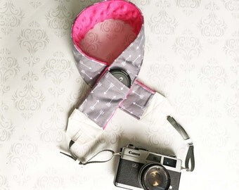 DSLR Minky Camera Strap, Padded with Lens Cap Pocket, Nikon, Canon, DSLR Photography, Photographer Gift, Wedding - Gray Arrows and Fuchsia