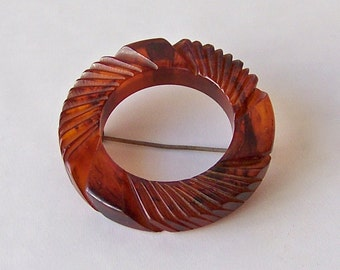Vintage Bakelite Brooch Root Beer Color Wreath Pin Circle Brooch Scarf Pin 1940s