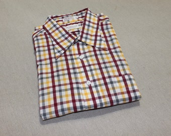 vintage 70s - 80's -Norman- Men's short sleeve shirt. Big collar.  Seersucker stripe - 4 color check. Large 17