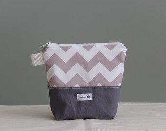 Reusable sandwich bag, reusable snack bag, ecofriendly, zero waste, zippered bag, cosmetic bag, ProCare lined – Grey and white chevron