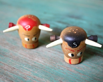 Wooden Bull Vintage Shakers, Salt and Pepper Shakers, Dining Table, Cattle Decor