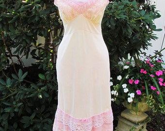 Vintage peach slip with pink lace trim, c.1960 nylon sz. 32 slip by Movie Star, small size slip with ruffled lace trim, 1960's lingerie