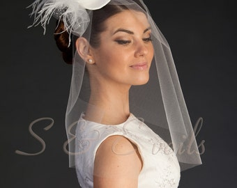 Clip-on mini top hat with bridal veil head piece, wedding veil.