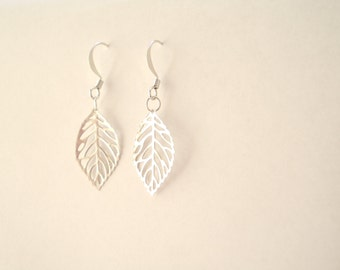 Leaf Earrings. Fall jewelry. Silver or Gold plated. Leaves. Autumn. Foliage. Filigree leaves. Hooks. Nature