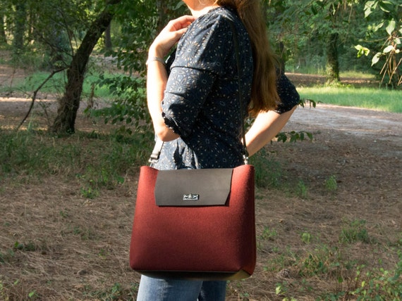 Felt and leather FLAP BAG / large shoulder bag / red bag / crossbody bag / tote bag / felt tote / wool felt / made in Italy