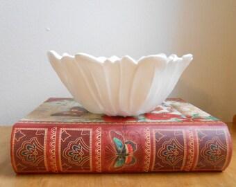 Vintage Milk Glass Bowl / Sunflower / Opaque Milk Glass / Ornie bowl / Home Accents