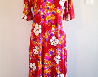 Vintage Red Hawaiian Dress Size Medium to large Tiki Time