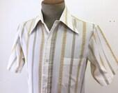 1970s Vintage Men's Striped Shirt White Polyester & Cotton Blend Short Sleeve Disco Era Shirt by Golden T - Size MEDIUM