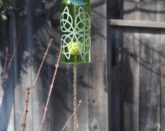 Scottish Knot Wine Bottle Windchime Green/Brass  - Garden Decor, Windcatcher, Eco Friendly, Green, Upcycle, Recycle, Winebottle
