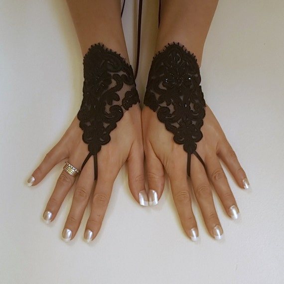 Free shipping Glove Goth Wedding Gloves, Black Lace gloves, Fingerless Gloves, off cuffs, cuff wedding, bride, bridal gloves, cuffs