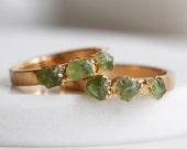 peridot ring gold / green stone ring / peridot stacking ring / stackable ring / stacking ring / raw stone ring / peridot jewelry/dainty ring