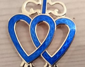 Vintage twin hearts blue enamel brooch