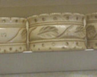 Vintage napkin rings, 5 altogether in original box