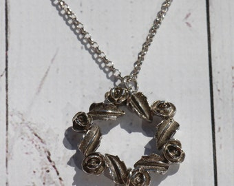 Wreath Pendant Necklace