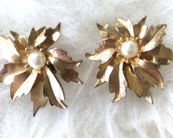 Vintage Emmons Faux Pearl and Goldtoned Clip On Earrings
