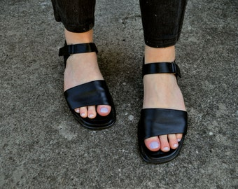1990s Normcore Black Leather Ankle Strap Sandals - Women's Size 6.5 to 7