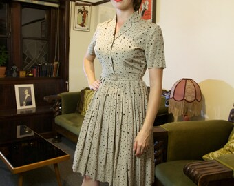 Incredible 1950s dress with pleated skirt and original belt