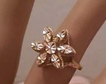 Sparkly Gold 1990s Vintage Flower Ring Size 6//1990s Fashions 1990s Jewerly//MoD Gift//Girlfriend Sister Mother Friend