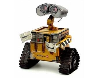 Retro Style Wall-E Robot Metal Model  Hand Made Metal Toy Car Home Decor Office Decor Gift