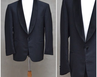 Vintage blazer, Gentlemen's black tuxedo style evening / dinner jacket, Stylish edge to edge buttoned front with shawl collar, 42 chest
