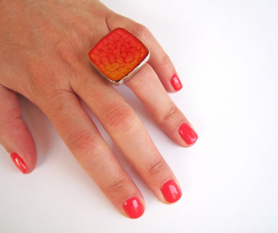 Red orange ombré resin ring, red coral glass ring, big chunky square ring, multicolor psychedelic tie dye jewelry, summer festival boho chic