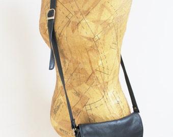 Vintage handbag purse leather handbag purse 1980s handbag dark navy purse gold shoulder handbag 80s handbag 70s handbag weave crossbody bag
