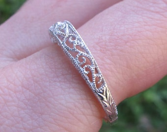 Filigree Diamond And Gold Band Antique Style Wedding Vintage Ring